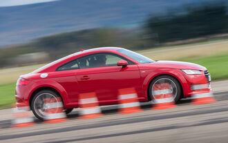Audi TT 2.0 TFSI, Side view