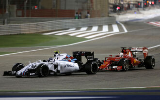 Bottas wehrt Ferrari ab