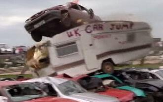 Car Jumping Champio Schrottplatz Trackday