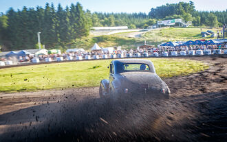 Dirt-Track-Szene, Oldsmobile Coupe