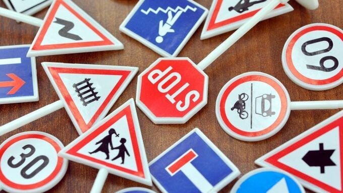 Fahrschule Verkehrschilder