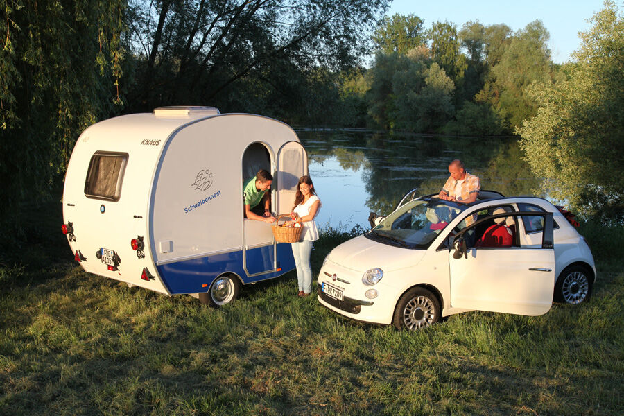 fiat 500 mit campinganh nger kleinwagen trifft. Black Bedroom Furniture Sets. Home Design Ideas