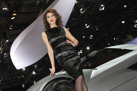 Girls Autosalon Genf 2039