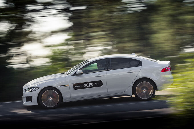 2014 - [Jaguar] XE [X760] - Page 19 Jaguar-XE-S-3-0-fotoshowImage-da633ce9-838910