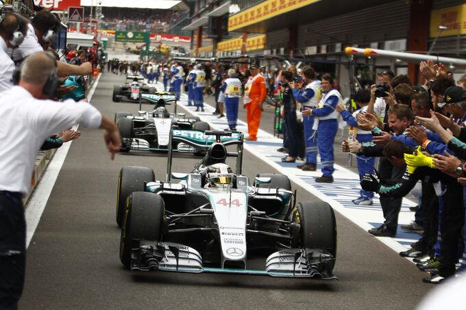 http://img2.auto-motor-und-sport.de/Lewis-Hamilton-GP-Belgien-2015-fotoshowImage-ab393b7b-890025.jpg