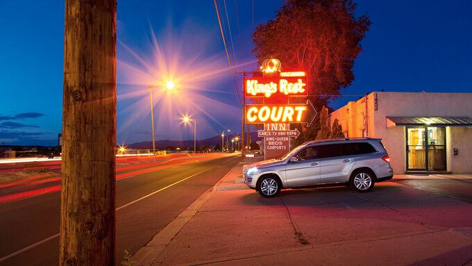 Mercedes GL, Seitenansicht, Motel