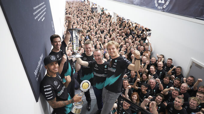 Bilder der Mercedes-Party