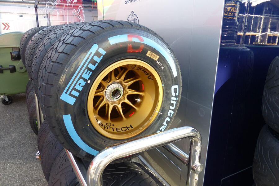 [Imagen: Pirelli-Toro-Rosso-GP-Ungarn-Budapest-Mi...884167.jpg]