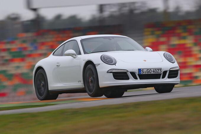 Porsche 911 Carrera GTS, Front view