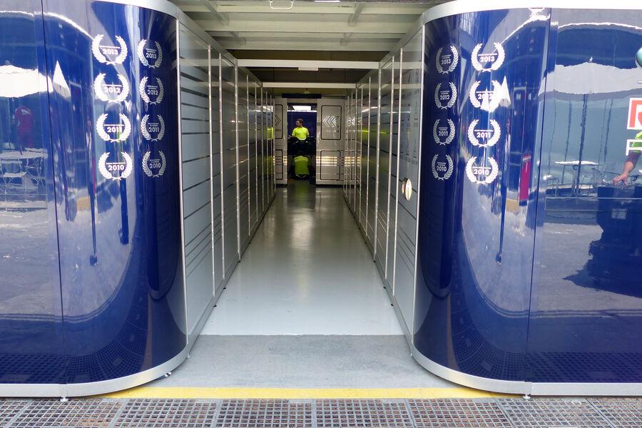 [Imagen: Red-Bull-Formel-1-GP-Brasilien-11-Novemb...909195.jpg]