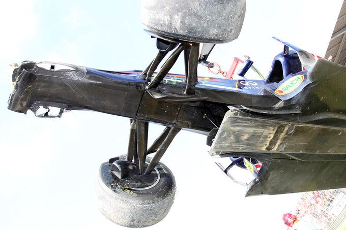 [Imagen: Red-Bull-Webber-Crash-GP-Italien-Monza-2...545521.jpg]