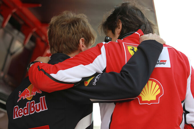 Sebastian-Vettel-Fernando-Alonso-Formel-1-Test-Barcelona-3-Maerz-2012-fotoshowImage-50690e88-574866.jpg