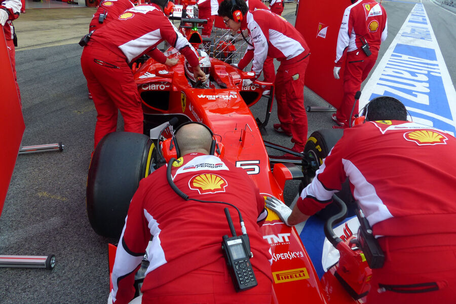 Scuderia ferrari sf15 t page 32 for Holy grail farcical aquatic ceremony