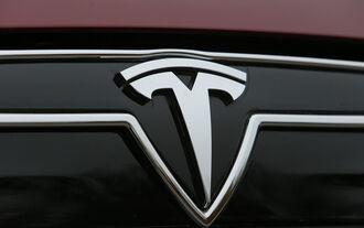 Tesla Model S, Emblem