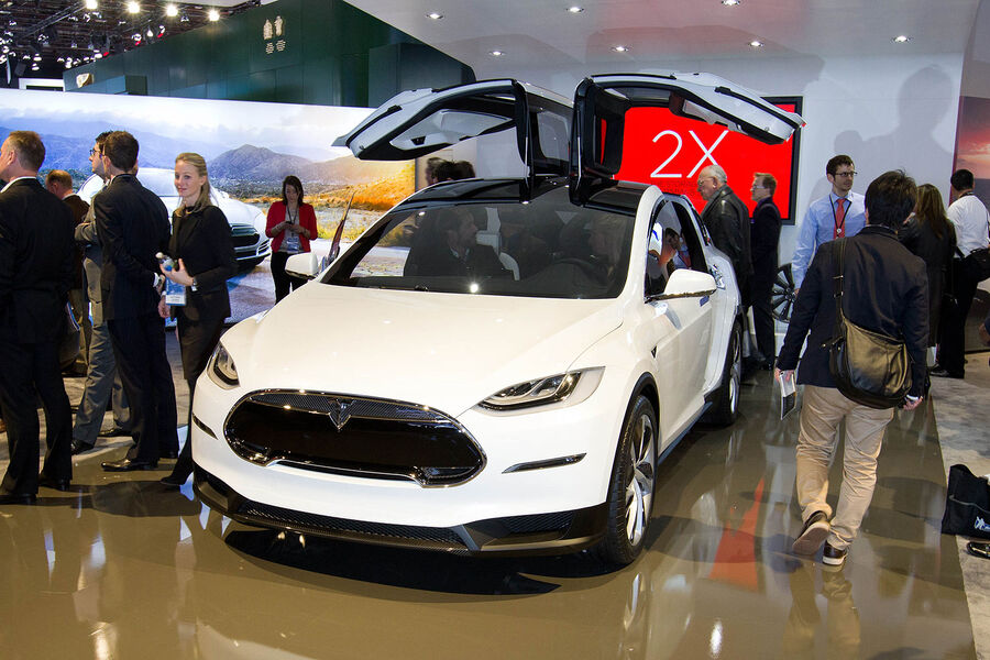 tesla model x elektro suv entert beta phase auto motor. Black Bedroom Furniture Sets. Home Design Ideas