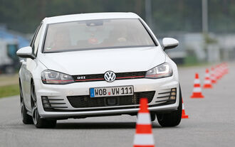 VW Golf GTI Performance, Frontansicht, Slalom