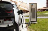 Viele Deutsche könnten sich vorstellen, mit einem Elektroauto zur Arbeit zu fahren.